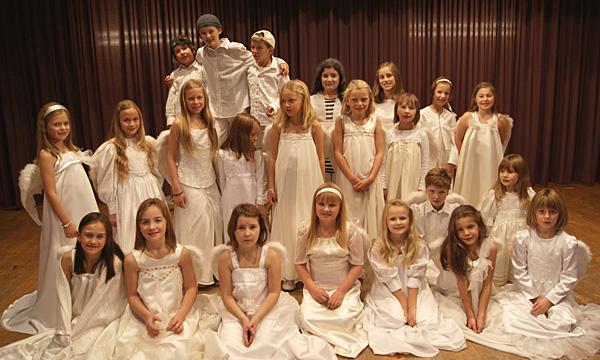 Ein bezauberndes Musical mit vorweihnachtliche Melodien, präsentiert von den Volksschülern aus Nikolsdorf