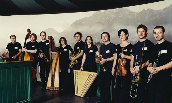 FRANUI, die neunköpfige Musicbanda des Osttirolers Andreas Schett (3.v.l.)