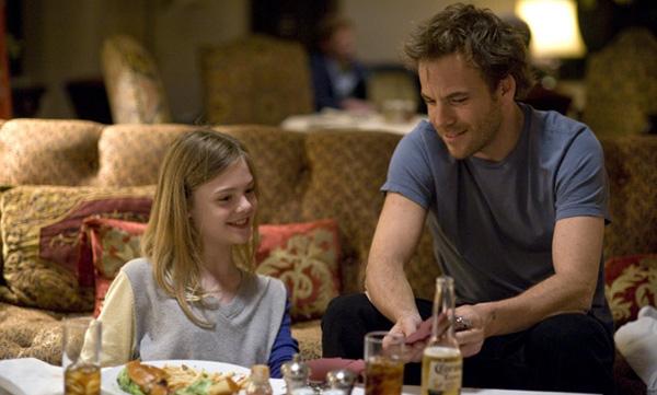 Stephen Dorff - cool, hipp und sexy – als auch die bezaubernde Elle Fanning begeistern in den Rollen als Vater und Tochter