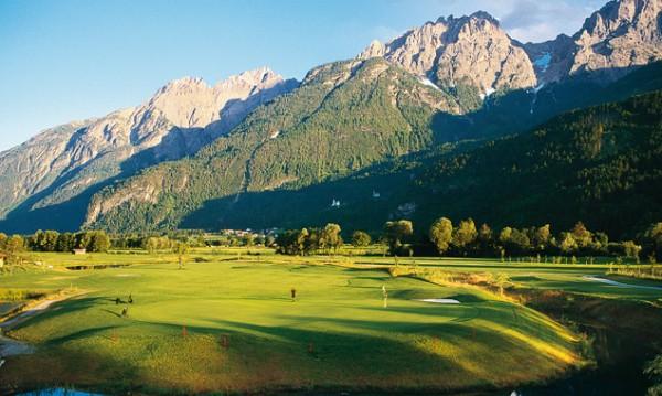 Der Golfplatz in Lavant ist der größte in ganz Tirol. Die Osttiroler Grünen-Politiker Sepp Brugger und Thomas Haidenberger sprechen sich gegen eine Erweiterung aus. Foto: Osttirol Werbung