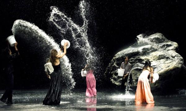 Atemberaubende Tanzkunst und magische Momente in einem wunderbaren Film von Wim Wenders über die verstorbene Choreografin Pina Bausch und ihre Tanztruppe in Wuppertal. (Bild: Filmladen)