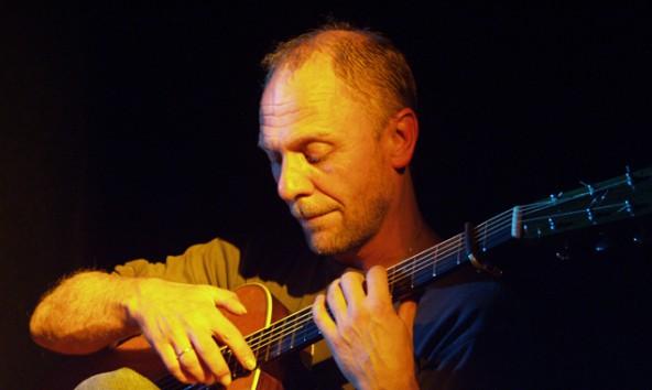"""Der Meister des Blues greift wieder in Lienz in die Saiten: """"Mr. Fingerpicking"""" Peter Ratzenbeck."""