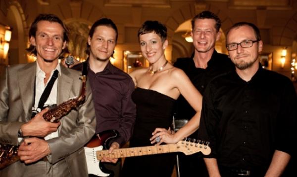 Jazzfrequenz mit Sängerin Larissa Frank