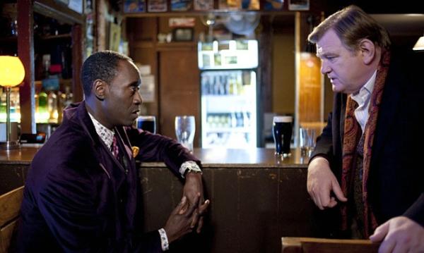 Ein streitbares Ermittler-Duo: Don Cheadle in der Rolle des kultivierten, aber humorlosen FBI-Agenten Wendell Everett, der mit der derben irischen Art so seine Probleme hat und Brendan Gleeson als eigenwilliger, rauher, couragierter Sergeant Gerry Boyle.