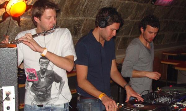 Livemusik und DJs sorgen die ganze Nacht für gute Laune