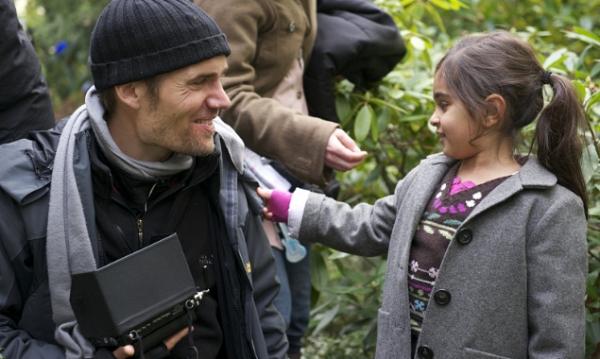 Regisseur Christian Zübert mit Mercan Türkoglu bei den Dreharbeiten.(©Majestic/Kerstin Stelter)