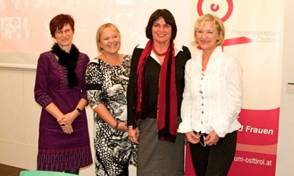 Brigitte Schieder, Barbara Brandstätter, Nationalrätin Gisela Wurm und Anna-Maria Eder feiern 25 Jahre Frauenzentrum Osttirol