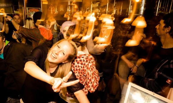 Sorgenfreies Feiern für die Jugend dank Nightliner - schlaflose Eltern-Chauffeure hätten auch ihre Freude!