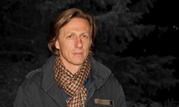 In Dieter Remlers neuer Performance wird's ganz schön dunkel... und spannend!