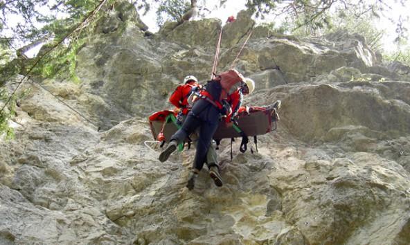 Flugübungen sind für die Bergretter unbedingt nötig, um Menschenleben retten zu können.