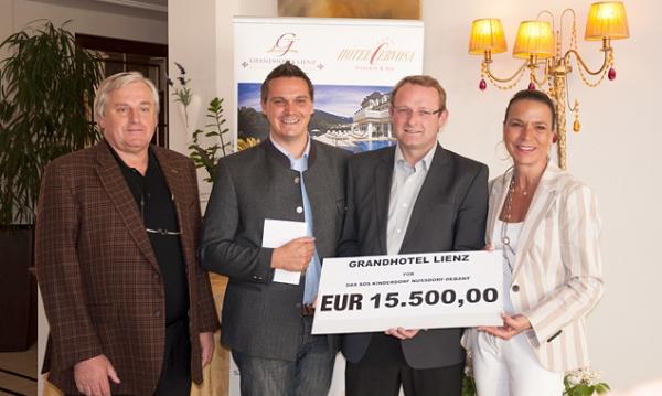 v.l.: Franz Robitsch, Johannes Westreicher, Dorfleiter des SOS-Kinderdorfs Nußdorf-Debant Johannes Schaubensteiner und Elisabeth Simonitsch