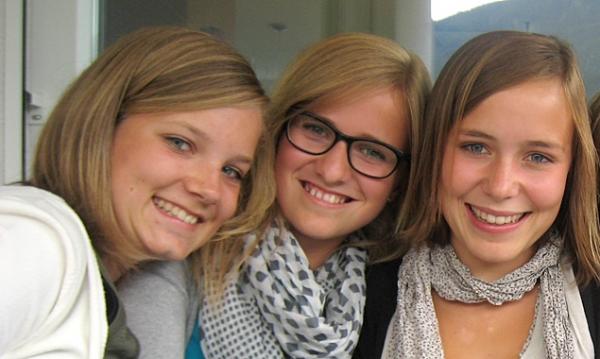 Die engagierten Jugendrotkreuz-Mädls (v.l.) aus der 6a : Lea Neumair, Hanna Achmüller, Kristina Aichner