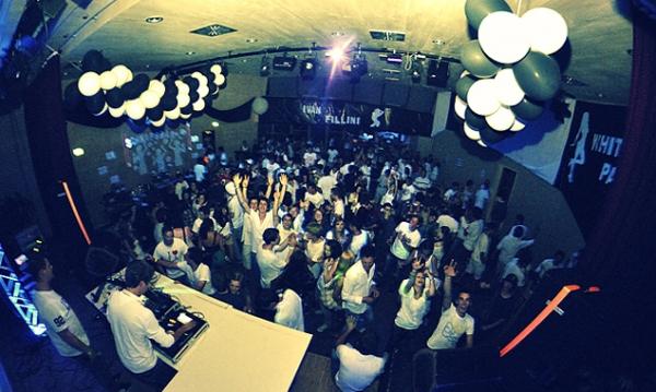 Für einige Partygäste endete der stimmungsvolle Abend im Krankenhaus Lienz. Foto: Reini Bodner