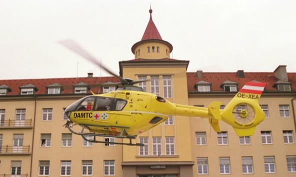 """Der Rettungshubschrauber """"C 7"""" brachte den Verletzten in das BKH Lienz."""