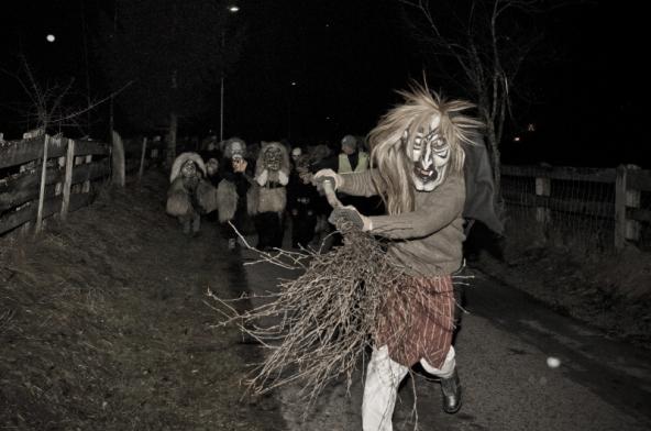 Auch die Hexe gehört in Tristach zur Nikolo-und-Krampus-Runde.