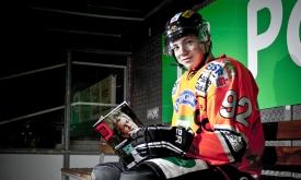 Eishockeystars signierten Trikot für Jalimo