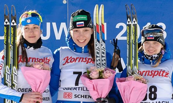 Die erste Medaillen in Obertilliach gingen an (v.l.): Lisa Vittozzi (ITA), Uliana Kaisheva (RUS) und Svetlana Mironova (RUS). Fotos: Expa/Michael Gruber