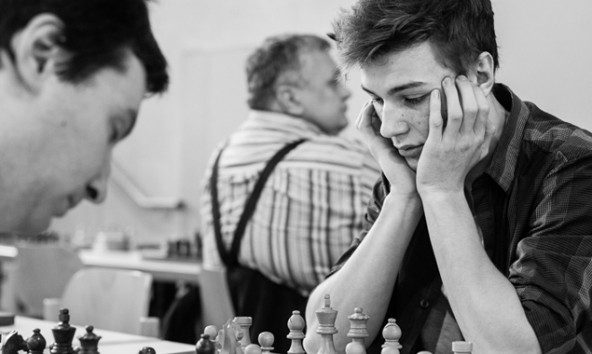 Der junge Robert Rieger aus Lienz sorgt mit seinen Leistungen im Schachsport immer wieder für Aufsehen. Foto: Tobias Tschurtschenthaler