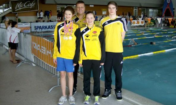 Michelle Pawlik, Vanessa Stollwitzer, Emel Dulic und Trainer Josef Mair konnten mit ihren Leistungen bei den Nachwuchsmeisterschaften äußerst zufrieden sein.