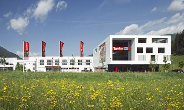 Die Firma, die derzeit ein weiteres Werk in Heinfels baut, legt – so ergab die Studie – Wert auf ein gutes Arbeitsklima. Foto: Loacker