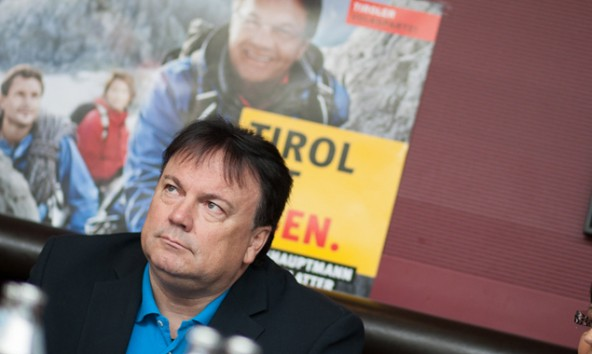 Nach Kampfabstimmung war ein Sessel für Andreas Köll frei: im politischen Alteisendepot Bundesrat. Foto: Martin Lugger