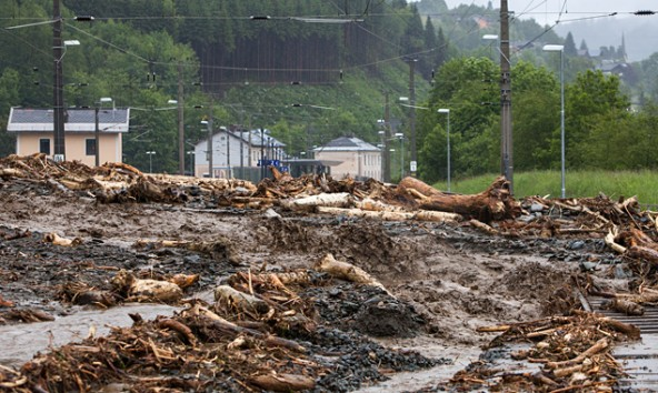 So sieht derzeit die Umgebung des Bahnhofes in Taxenbach aus. Die Region wurde zum Katastrophengebiet erklärt. Ein mann wird vermisst. Foto: Expa