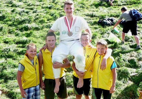 Emanuel Warscher wurde bei den 12- bis 14-Jährigen seiner Favoritenrolle gerecht und erkämpfte erstmals eine Goldmedaille am Hundstoan.