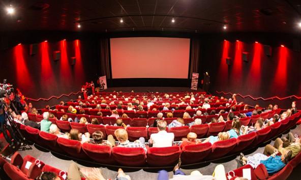 """Bis auf den letzten Platz gefüllt war das Lienzer Cine X bei der Premiere von """"Unheil in den Bergen""""."""