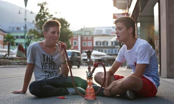 Florian Eder (links) und Alexander Schneider sind sicher: eine Shisha-Bar in Lienz ist eine Marktlücke. Foto: Ramona Waldner