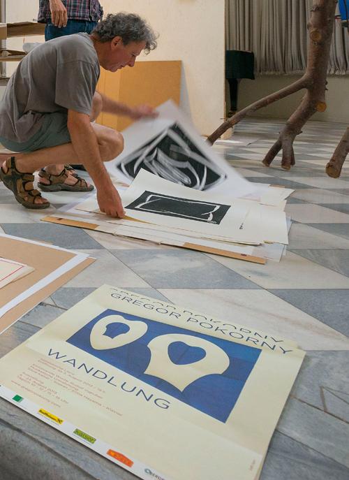 Letzte Vorbereitungen auf die Ausstellung in der Spitalskirche. Fotos: Klaus Dapra