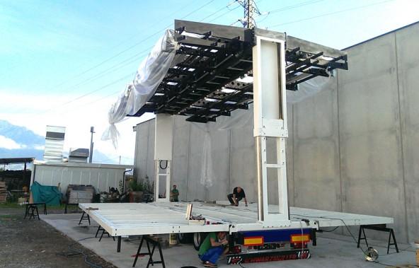 In Maximal 30 Minuten sind Dach und Bühnenboden ausgefahren und die Bühne ist startklar für Auftritte alles Art. Beleuchtung und Elektrotechnik inklusive.