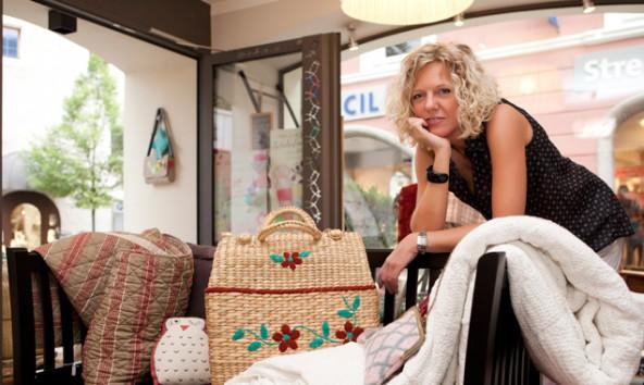 """Nicole Fanger in ihrem """"Kinderzimmer"""" in der Lienzer Messinggasse. Fotos: Ramona Waldner"""