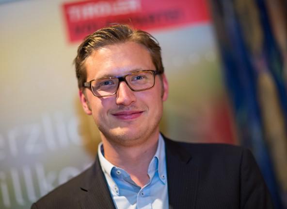 Der Stellvertreter. Christian Steininger strahlt über 99% Zustimmung.