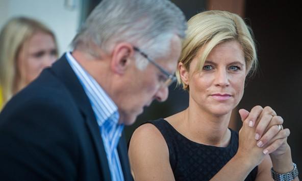 So sieht die Verjüngung der Bezirks-ÖVP zumindest vor der Nationalratswahl aus: Erwin Schiffmann tritt ab, Silke Steiner tritt auf. Fotos: Brunner Images