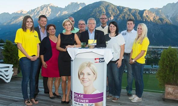 Fast alle auf diesem Bild kandidieren, doch nur die Dame auf dem Foto hat – zumindest theoretische – Chancen auf einen Sitz im österreichischen Parlament.