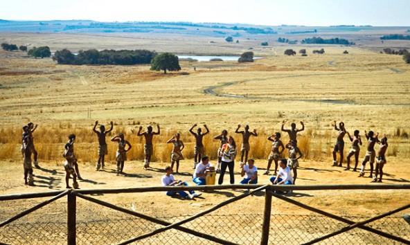 Einen tag vor dem tragischen Unglück sangen und spielten Drumartic mit afrikanischen Kindern.