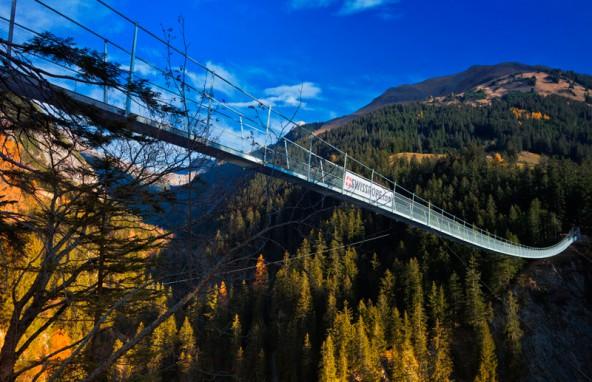 Eine spektakuläre Hängebrücke macht den Lechweg spannend.