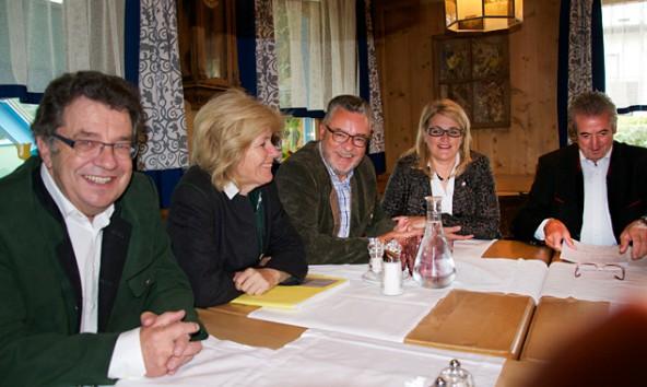 Von links: Hans Lindenberger, Andrea Krumschnabel, Josef Schett. Maria Zwölfer und Josef Falkner.