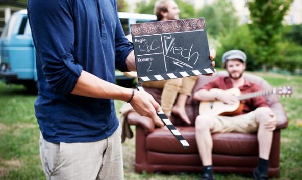 """Klappe zu, Klappe auf: Ein Internetvideo für """"Little Brown Couch"""" wird gedreht. Foto: Miriam Raneburger"""
