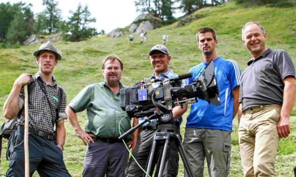Nationalpark Ranger Matthias Berger, Regisseur Heinz Leger, Skilegende Hermann Maier, Kameramann Klaus Schter und Nationalparkdirektor Hermann Stotter (Tirol) bei den Dreharbeiten in Prägraten.