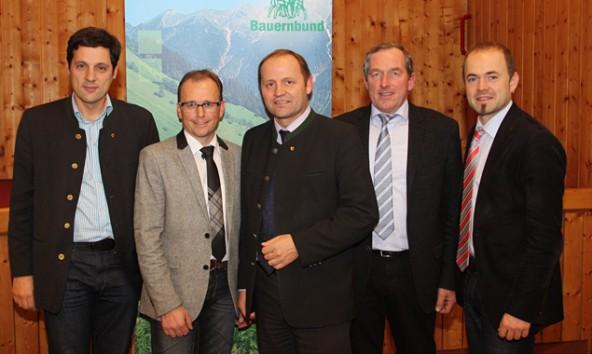 Sie stellten sich der Diskussion in Lienz (von links): Bauernbunddirektor Peter Raggl, Bezirksbauernobmann LAbg. Martin Mayerl, Bauernbundobmann LH-Stv. Josef Geisler, LAbg. Hermann Kuenz und der Präsident der Landwirtschaftskammer Tirol, Josef Hechenberger.