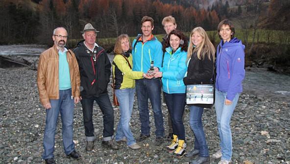Besuch bei den Wurzeln. Ingrid Felipe und der grüne Bezirkssprecher Thomas Haidenberger trafen sich mit Iselschützern dort, wo der Fluss noch jung ist und ausgeleitet werden soll.