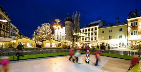 Hauptplatz-mit-Eisbahn