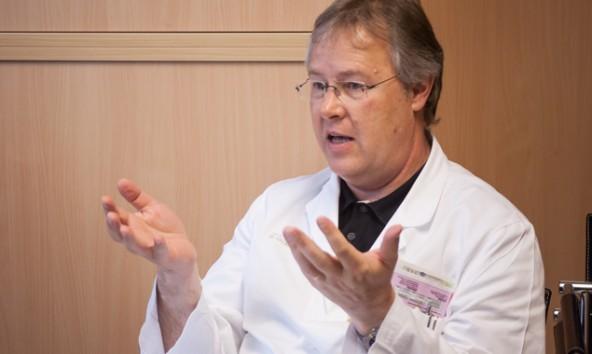 """Er leitet die """"Interne"""" am BKH-Lienz, betreibt eine Medical-Spa-Ordination im Grandhotel Lienz und soll jetzt eine Studie durchführen, die die Gesundheit eines Osttirol-Urlaubs nachweist: der Mediziner Peter Lechleitner. Foto: Brunner Images"""