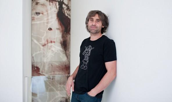 """""""Guests"""" nennt Peter Raneburger sein großformatiges Werk in einem Wohnprojekt in Kirchberg. Fotos: Miriam Raneburger"""