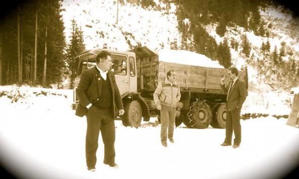 Die Geburtsstunde des Biathlonbooms in Obertilliach: 1984 verkaufen die Tilliacher ihren Schnee nach Salzburg. Von links der damalige Bürgermeister Hans Scherer und die TVB-Mitarbeiter Josef und Uli Goller. Foto: Forum Land