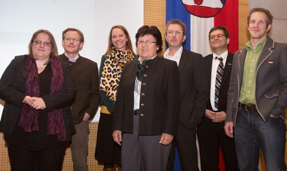 """Von links: Manuela Gritzer, Martin Duiemling, Barbara Nussbaumer, Elisabeth Bachler, Oskar Januschke, Reinhard Lobenwein und Michael Hohenwarter. Sie leiten die Arbeitsgruppen der """"Vordenker für Osttirol""""."""