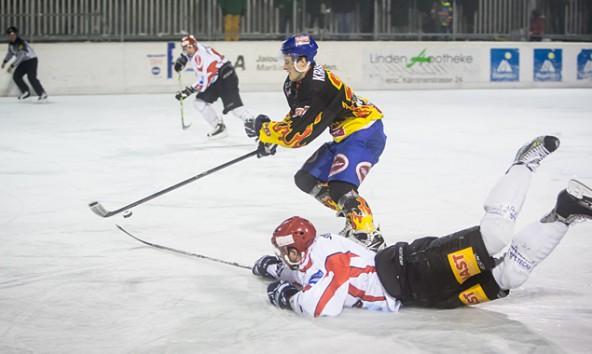 Die Lienzer hielten auf eigenem Eis mit Spittal streckenweise mit, zogen am Ende aber mit 4:7 den Kürzeren. Foto: Brunner Images