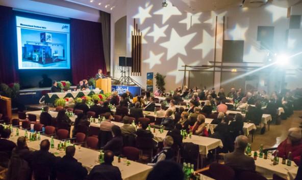 Im Stadtsaal blieben bei der diesjährigen Vollversammlung viele Sessel leer. Fotos: Philipp Brunner