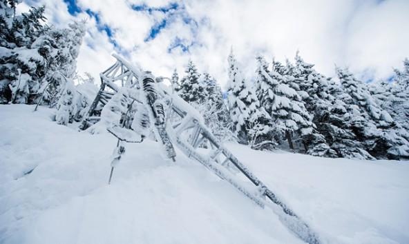 Im Defereggental knickte der schwere Schnee einen Strommast. Foto: Expa/Gruber